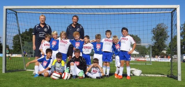 F-Jugend des SV Kollmarsreute mit den Trainern Jürgen Grund und Rainer Mayrhofer.